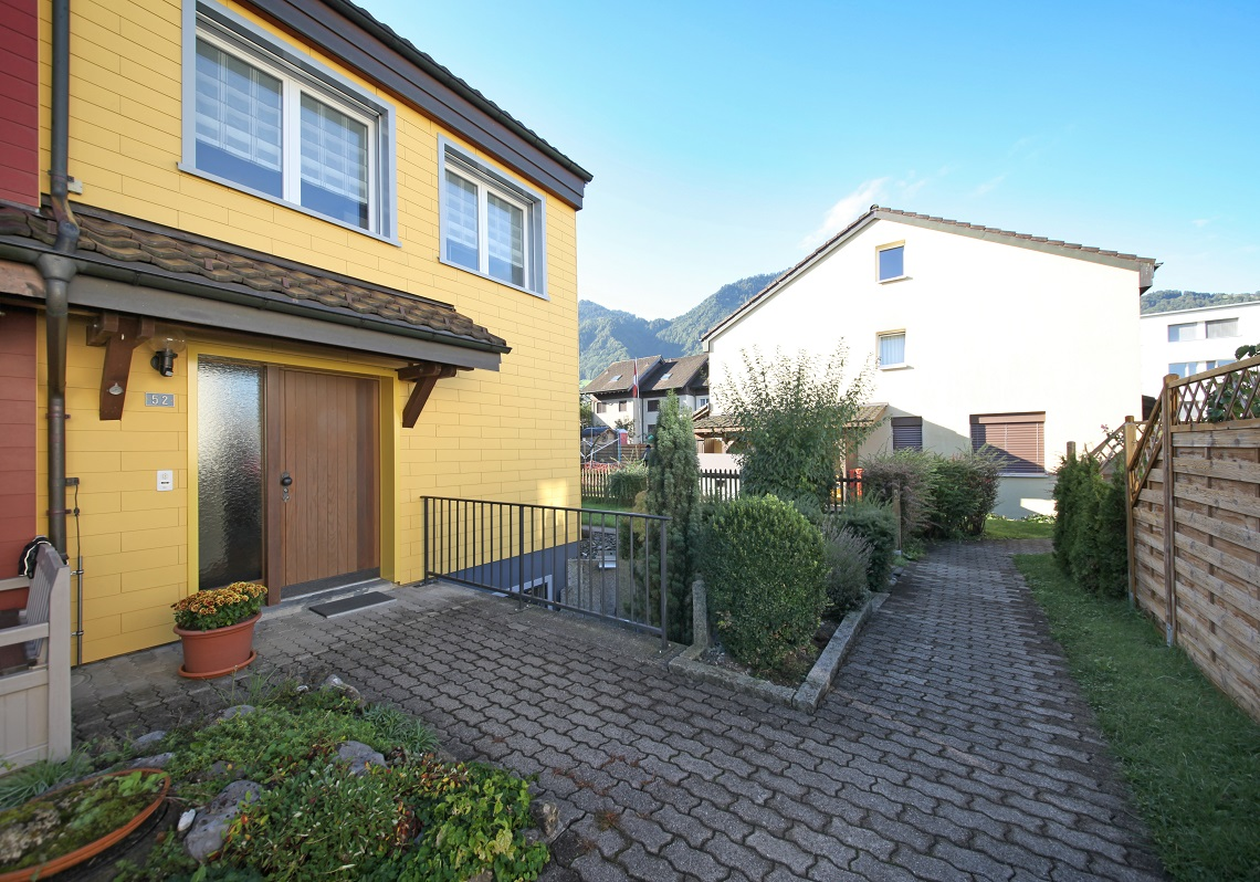 4_Obersee_Immobilien_Hauseingang